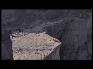 Incredible Piano Performance on Preikestolen (600m high cliff) in Norway