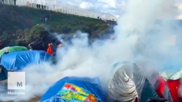 French Police Clash with Migrants and Refugees at Calais Camp | Mashable News